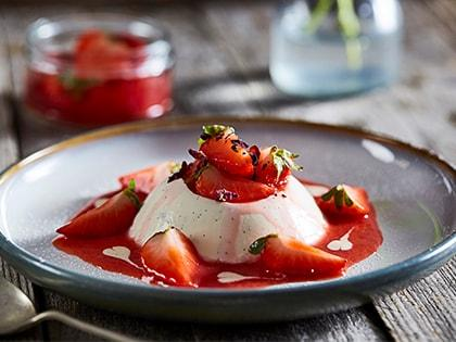 Vanilla Panacotta with Strawberries